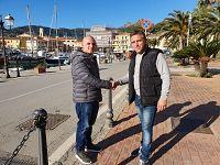 Marco Galletti insieme al titolare dell'azienda che fornirà la pista