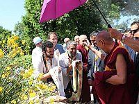 Giugno 2014 - Pomaia: Fausto Pirìto (al centro) saluta il Dalai Lama