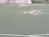 Alcune immagini del degrado della zona sportiva pubblicate su facebook da un cittadino indignato (immagini di Marcello Squarci)