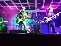 On stage: Riccardo Dugini (voce e chitarre), Luca Petrarchi (voce, chitarre, mellotron, organo e synth), Massimiliano Zatini (voce, basso e armonica), Alessandro Pagani (voce, batteria, piano e percussioni)