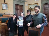 Piera e Rasha con il direttore della rivista Confronti