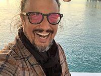 Alessandro Borghese sul traghetto per l'Elba