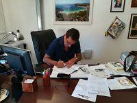 Il sindaco Montauti firma l'accordo con la Capitaneria di porto