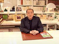 Berlusconi alla sua scrivania ad Arcore