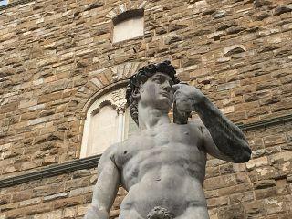 La copia del David davanti a Palazzo Vecchio