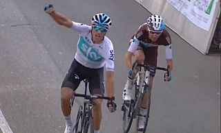 Moscon all'arrivo batte Bardet (Foto http://www.sportfair.it)