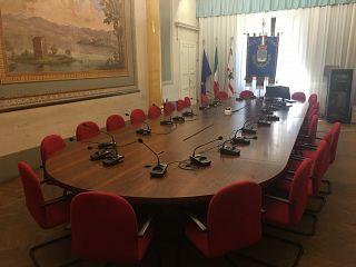 La sala consiliare di Palazzo Stefanelli