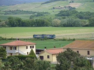 Un treno sulla Saline-Cecina