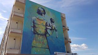 Il murale realizzato da Alice Pasquini