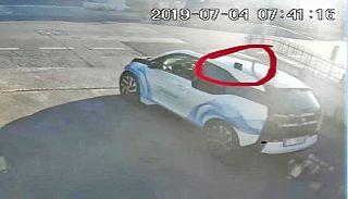 Il fotogramma della partenza, ripreso da una telecamera di sorveglianza. Nel cerchietto rosso il Rolex