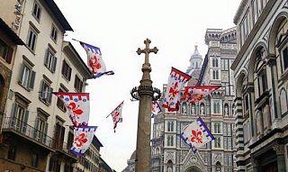 In foto la colonna di San Zanobi in piazza Duomo