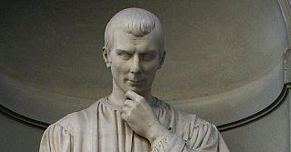 Particolare della statua di Machiavelli agli Uffizi
