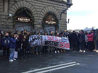 Gli studenti del liceo in una protesta di qualche mese fa