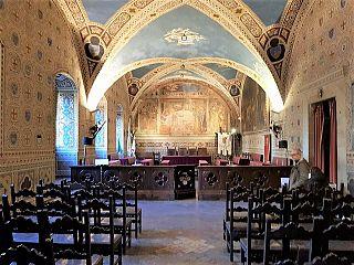 La sala consiliare di Volterra