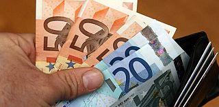 nuovo di zecca 027d9 eba31 Trova portafoglio pieno di soldi e lo restituisce