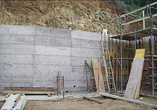 Muro In Cemento Armato Sulla Spiaggia Di Zuccale Attualita Capoliveri