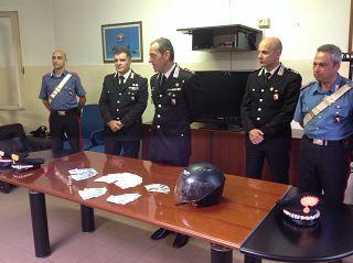 I militari che hanno eseguito l'arresto. Al centro il colonnello Brancadoro e il capitano Antonio Trombetta