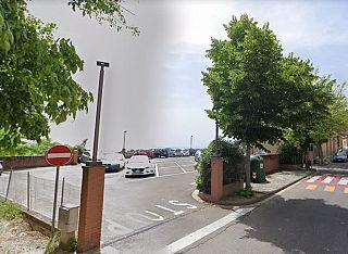 Il parcheggio dove è avvenuto l'atto vandalico