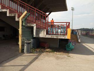 La sostituzione dei seggiolini allo stadio Mannucci di Pontedera
