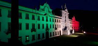 La Certosa di Calci illuminata col tricolore