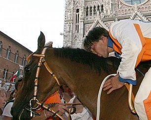 Scompiglio dopo la vittoria all'esordio nel 2007 con Brento per il Leocorno