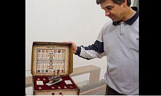 Luca Macelloni mostra la sua invenzione