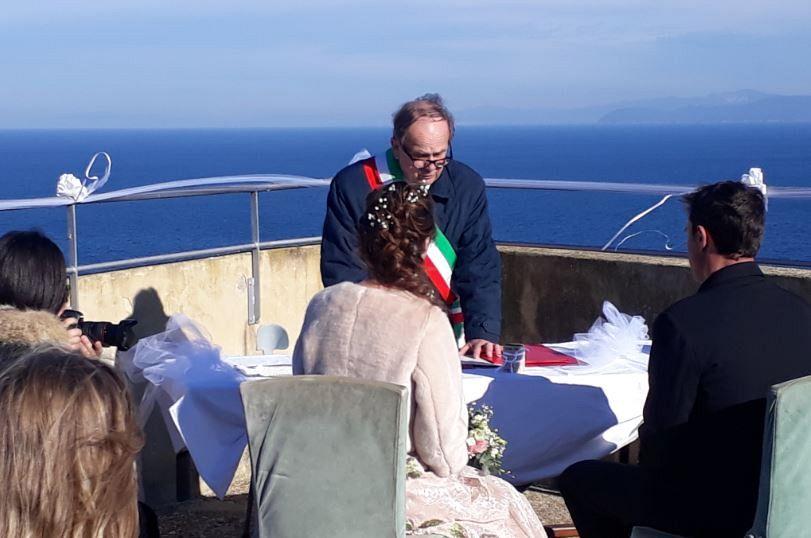 Matrimonio Spiaggia Marina Di Massa : Oggi sposi a forte falcone matrimonio da sogno attualità