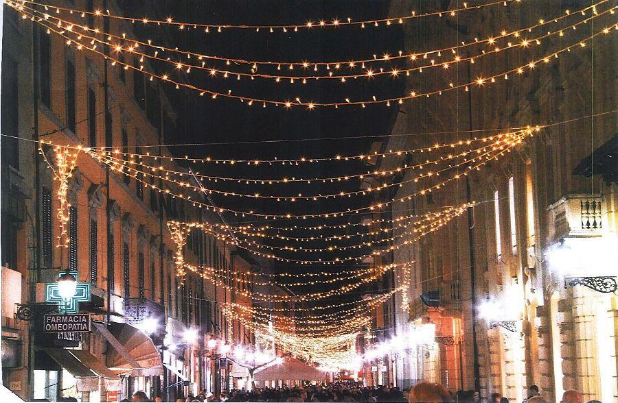 Centro storico illuminazione natalizia in arrivo attualità pisa