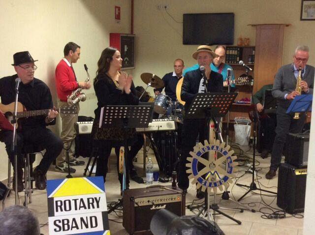 Nonni Sprint Con La Musica Della Rotary Sband